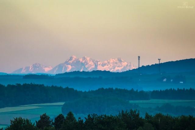 Tatry widziane z miejscowości Wiśniowa.
