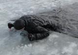 Bezpieczeństwo. Nie stąpaj po cienkim lodzie. A jeśli musisz, zabezpiecz się [zdjęcia]