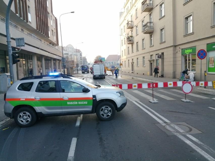 Ogromne utrudnienia na Garbarach w Poznaniu. Ulica jest...