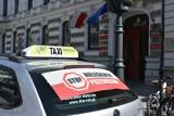 Taksówkarze na Piotrkowskiej. Na tydzień przed ogólnopolskim protestem taksówkarze złożyli petycję do premiera
