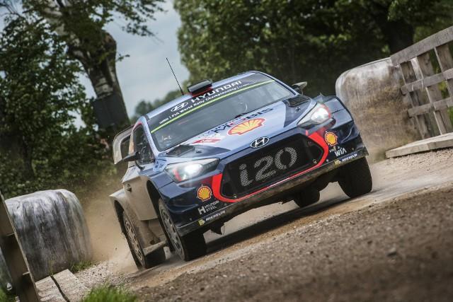 Liderem Rajdu Polski jest załoga zespołu Hyundai.