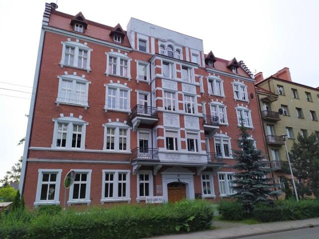 Budynek przy ulicy Paderewskiego nr 20 powstał w 1912 r.Zobacz kolejne zdjęcia. Przesuwaj zdjęcia w prawo - naciśnij strzałkę lub przycisk NASTĘPNE