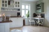 20 pomysłów na aranżacje stylowej kuchni na poddaszu! [zdjęcia]