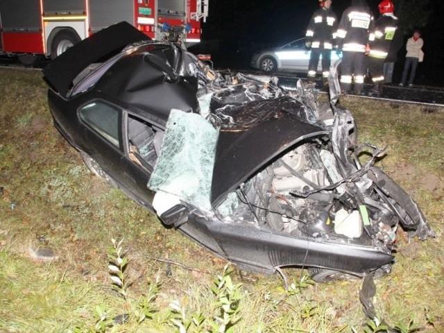młody kierowca poniósł śmierć na miejscu