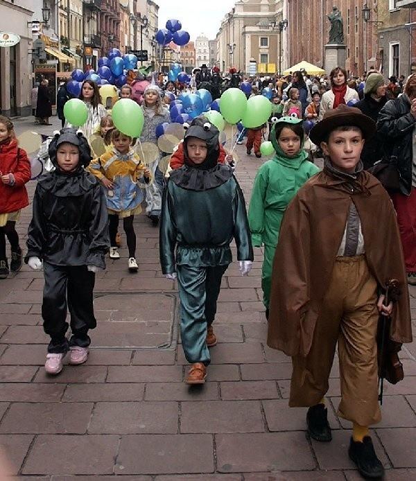 Spotkania Teatrów Lalek tradycyjnie otworzy3a barwna parada.
