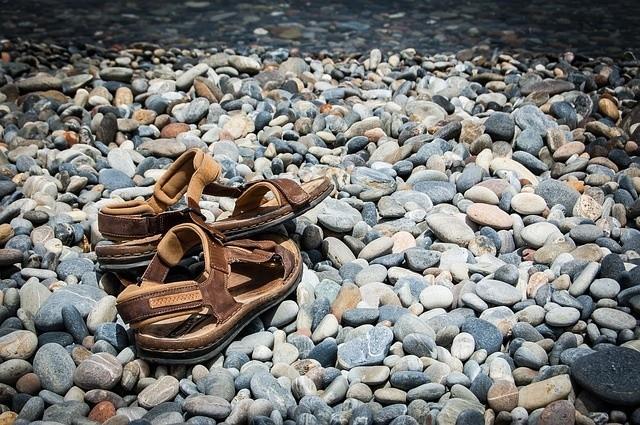Adidasy, sandały, klapki to nieodpowiednie obuwie na górskie...