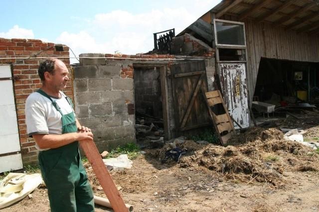 Mirosław Zalewski z Krzyżewa Marek miał szczęście w nieszczęściu, że ogień nie strawił całego gospodarstwa