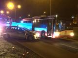 Śmiertelny wypadek na alei Havla w Gdańsku. Pod kołami autobusu zginęła kobieta [ZDJĘCIA, WIDEO]