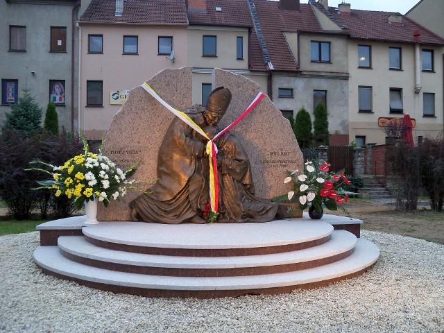 Pomnik kardynała Wyszyńskiego i Jana Pawła II