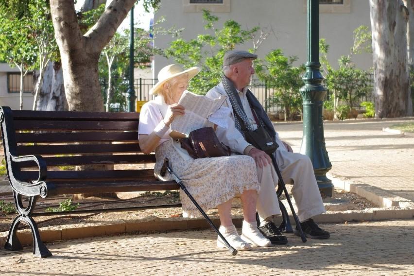 W 2020 minimalna emerytura wrośnie o 100 zł, do 1200 zł...