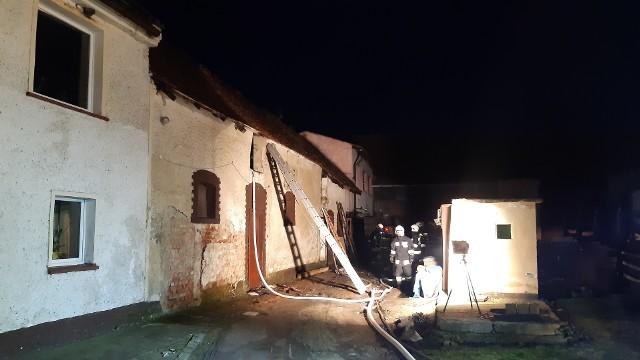 Pożar domu i warsztatu w Prusinowicach wybuchł w czwartek tuż przed godz. 5.00.