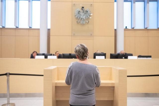 """Adwokat Magdaleny, Dawid Stacewicz mówi, że nie spotkał się jeszcze z takim postępowaniem ze strony sądu. Opowiada, że zdarzały mu się różne sytuacje, ale zawsze w granicach akceptowalnych. Jest zaskoczony tym przypadkiem i jak klientka go pyta """"dlaczego"""", nie potrafi jej wytłumaczyć."""