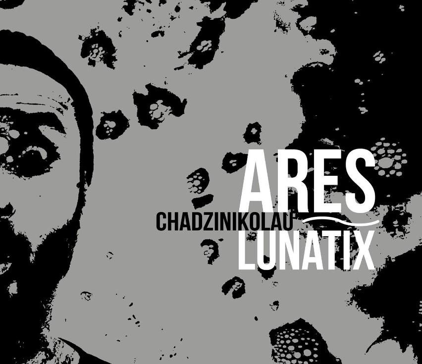 """Ares Chadzinikolau potrafi zaskakiwać. Jego najnowszy album """"Lunatix"""" to godzinna suita, w której artysta ukazuje swoją wirtuozerię, zarówno przy pomocy dźwięków pełnych ekspresji, jak i spokojniejszych i bardziej nostalgicznych."""
