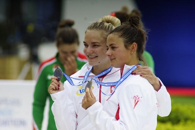 Poznanianka Martyna Klatt (z prawej) i Sandra Ostrowska dumnie prezentują brązowe medale