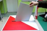 PiS wygrywa, ale nie może czuć się bezpiecznie. Szymon Hołownia dogania Koalicję Obywatelską. Jakie są wyniki sondaży wyborczych?