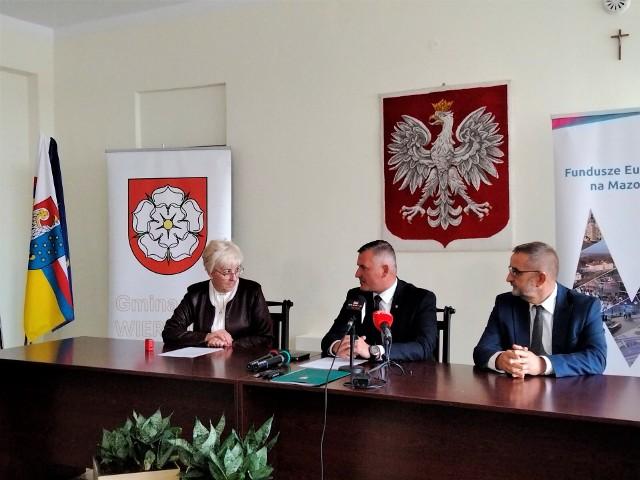 Podpisanie umowy na dofinansowanie inwestycji w Wierzbicy.