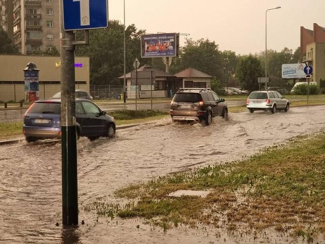 We wtorek 22 czerwca nad Krakowem przeszła nawałnica. Zalane zostały ulice i torowiska.