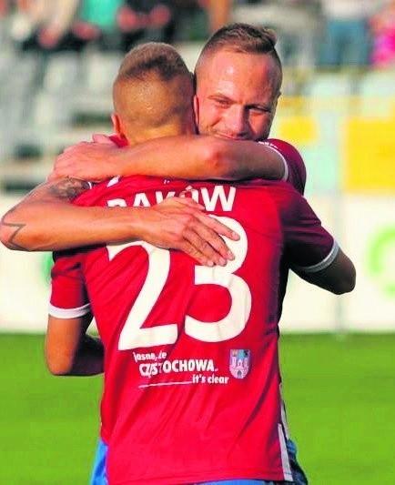 Piłkarze Rakowa Częstochowa w sobotę aż pięć razy wpadali sobie w ramiona. Po zwycięstwie z Olimpią wyprzedzili w tabeli GKS Tychy