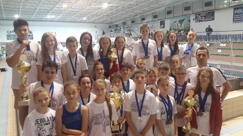 Na pływalni Słupskiego Ośrodka Sportu i Rekreacji w Słupsku odbyły się XI Ogólnopolskie Zawody Pływackie z okazji Święta Niepodległości.