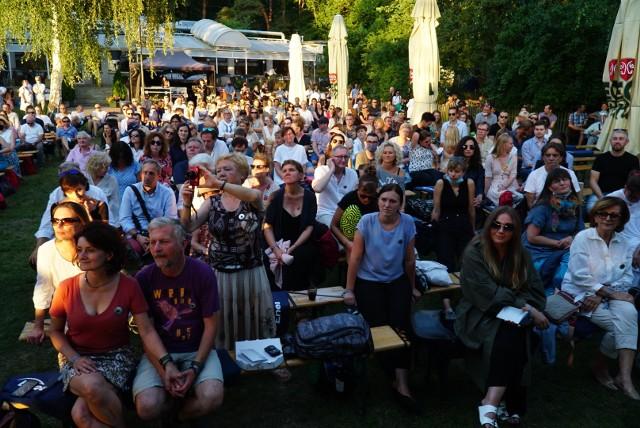 W piątek wystartował Enter Enea Music Festival 2020. Leszek Możdżer, dyrektor artystyczny festiwalu, po raz kolejny przygotował moc atrakcji dla wszystkich miłośników jazzu. Zobacz, co działo się nad Jeziorem Strzeszyńskim pierwszego dnia imprezy.Przejdź do kolejnego zdjęcia --->