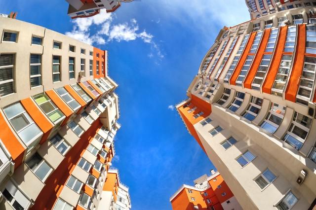 Mieszkania w blokach z wielkiej płyty są przeważnie wyraźnie tańsze.