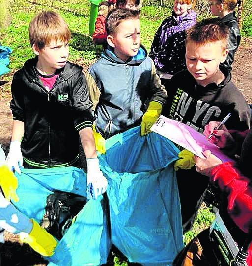 Organizatorzy ekologicznych akcji wiedzą, że najlepiej dotrzeć do dorosłych poprzez ich dzieci...