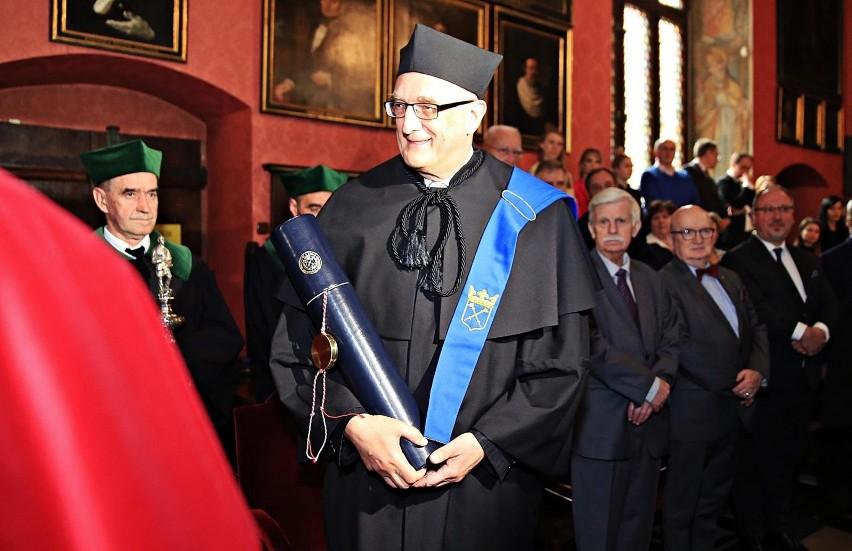 Prof. sir Leszek Borysiewicz jest wybitnym immunologiem