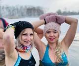 """""""Morsy Krapkowice"""" - tej ekipie mroźne kąpiele nie wystarczą! Pływają, biegają i kochają sport!"""