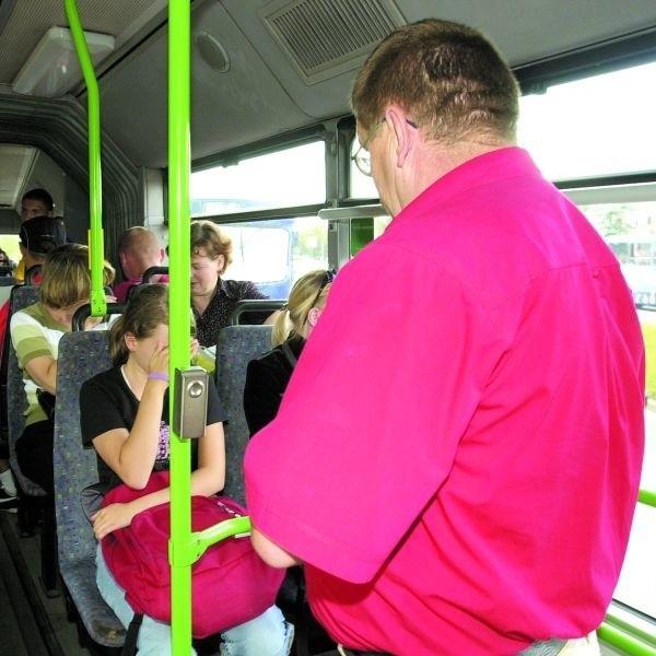 Kontrolerzy w autobusach sieją postrach wśród pasażerów. Do tego uważają, że mają rację.