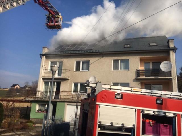 Pożar powstał na poddaszu domu przy ul. Grzybowej w Gdowie