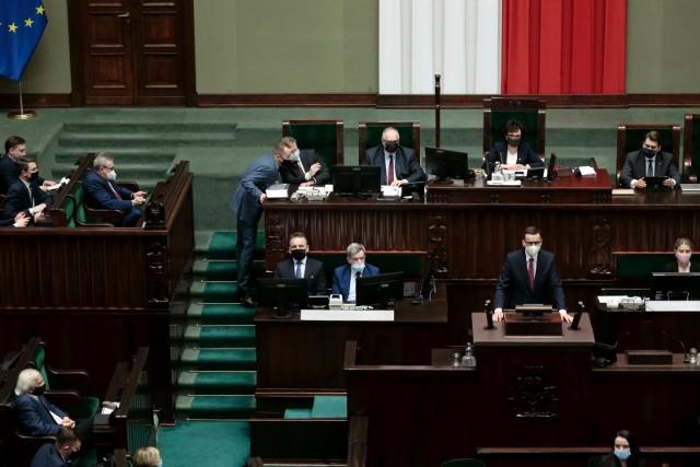 """Sejm debatuje nad Krajowym Planem Odbudowy. """"Kto głosuje za ratyfikacją, głosuje za silną Europą"""""""