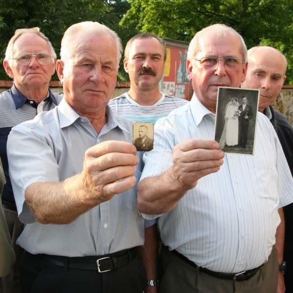 - Nie możemy pozwolić, żeby nasi bliscy, którzy zginęli w czasie II wojny światowej, zostali zapomniani -  mówią w Krasiejowicach.