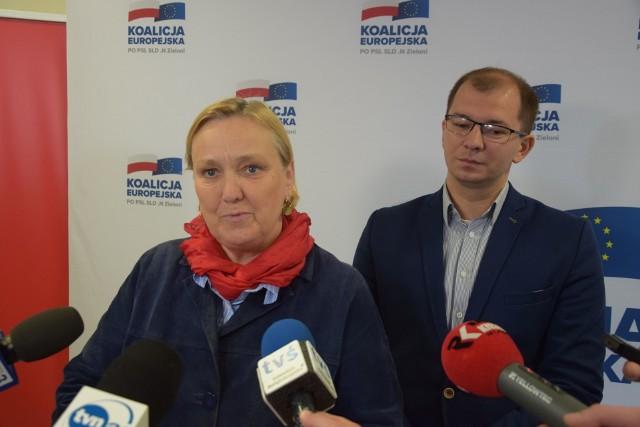 Europoseł Róża Thun podczas wtorkowej konferencji prasowej w Kielcach. Obok kielecki radny Michał Braun, członek sztabu wyborczego Róży Thun.