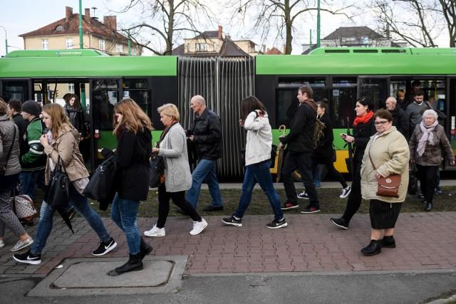 Od 1 marca pasażerowie poznańskiej komunikacji miejskiej muszą się przygotować na kilka zmian. Korekty wprowadzone przez ZTM Poznań mają ułatwić podróżowanie autobusami.