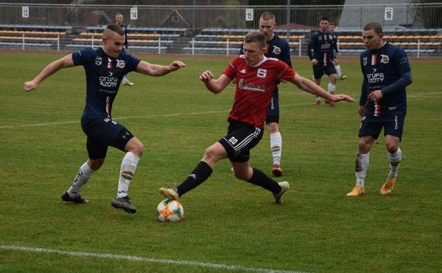 Za nami już wszystkie spotkania 21. kolejki BS Leśnica 4 Ligi Opolskiej. Prezentujemy raporty, komentarze i ciekawostki oraz dodatkowo galerię zdjęć z meczu Chemik Kędzierzyn-Koźle - Start Namysłów.