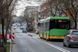 MPK Poznań: Zamknięcie fragmentu ulicy Matejki. Autobusy linii 164 kursują objazdem do odwołania. Trwa usuwanie awarii kanalizacyjnej
