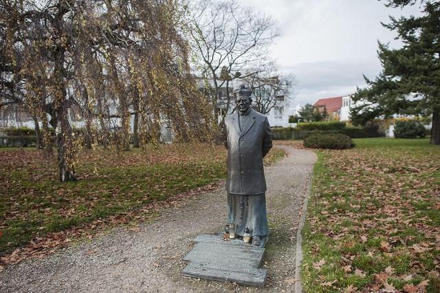 Pomnik ks. Stanisława Zawackiego w Gdyni został zdewastowany