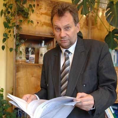 Stanisław Blonkowski. Ma 50 lat, skończył studia socjologiczne na UAM. Żonaty, trzech synów. Dyrektor delegatury Krajowego Biura Wyborczego w Zielonej Górze.