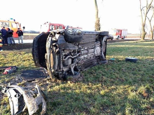 Do zdarzenia doszło we wtorek (30 stycznia) około godz. 15.  Na drodze krajowej nr 63, kierowca opla zjechał nagle z drogi.Zdjęcia dzięki uprzejmości OSP Stary Laskowiec