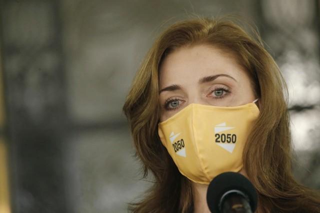 Joanna Mucha jest zakażona koronawirusem. Jak czuje się posłanka?