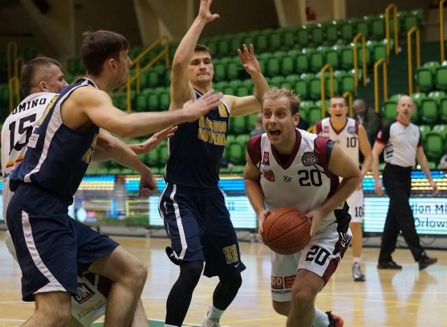 W drugiej lidze koszykówki, drugie w tym sezonie zwycięstwo odniosła drużyna Domino Inowrocław. W hali widowiskowo-sportowej przy al. Niepodległości pokonała ona ekipę Asseco II Gdynia 68:66. Do przerwy inowrocławianie prowadzili ponad 20. punktami (42:21).