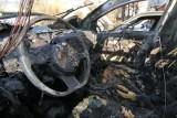 Pożar auta w Bydgoszczy. Strażacy gasili samochód przy ul. Barwnej