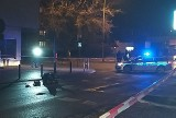 Tragedia na przejściu dla pieszych w Gorzowie Wlkp. Ofiarę spod auta wyciągali strażacy. Mężczyzna zmarł [ZDJĘCIA]