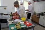 Młodzi kucharze stawili czoło zupie krem i eskalopkom z wieprzowiny. Najlepsi z kraju gotowali