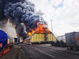 Pożar w Porcie Gdynia 5.03.2020. Strażakom udało się ugasić płonący magazyn. Przyczyny pożaru ustali policja [zdjęcia, wideo]