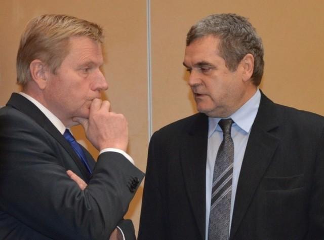 Od lewej starosta Michał Mróz i jego zastępca Zenon Poturalski