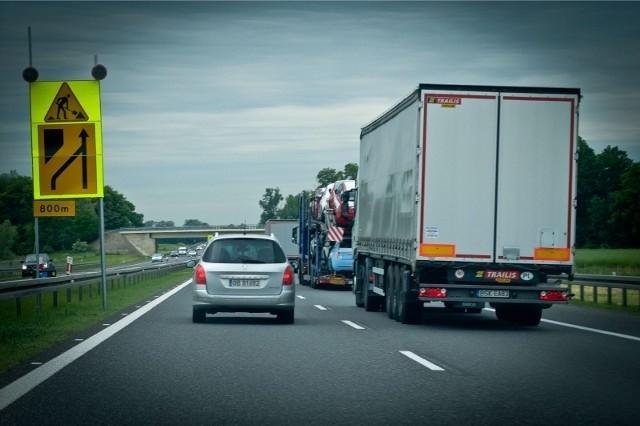 zdjęcie ilustracyjne/roboty drogowe na a4