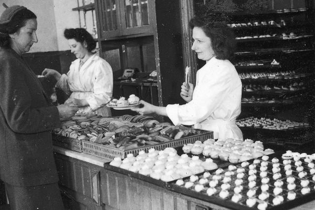 Jak wyglądała praca w powojennej Polsce, a jak Polacy radzili sobie w okresie międzywojennym? Czym zajmowali się zwykli mieszkańcy? Przypominamy, jak wyglądało życie za dawnych lat.
