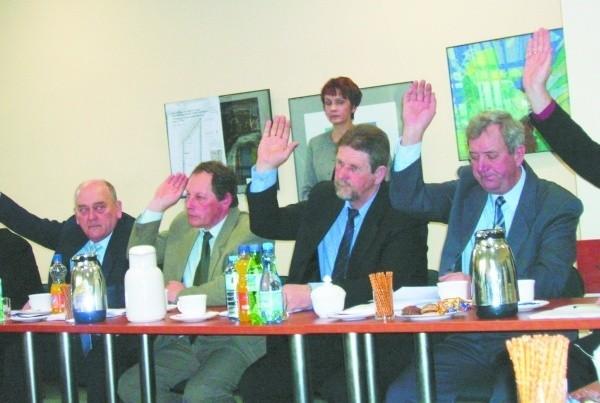 Nad tym czy przegłosować uchwałę zaproponowaną przez burmistrza radni zastanowią się na kolejnej sesji