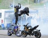 Pokaz stuntu w Miastku w czasie otwarcia sezonu motocyklowego (zdjęcia)